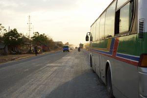 カンボジア バス