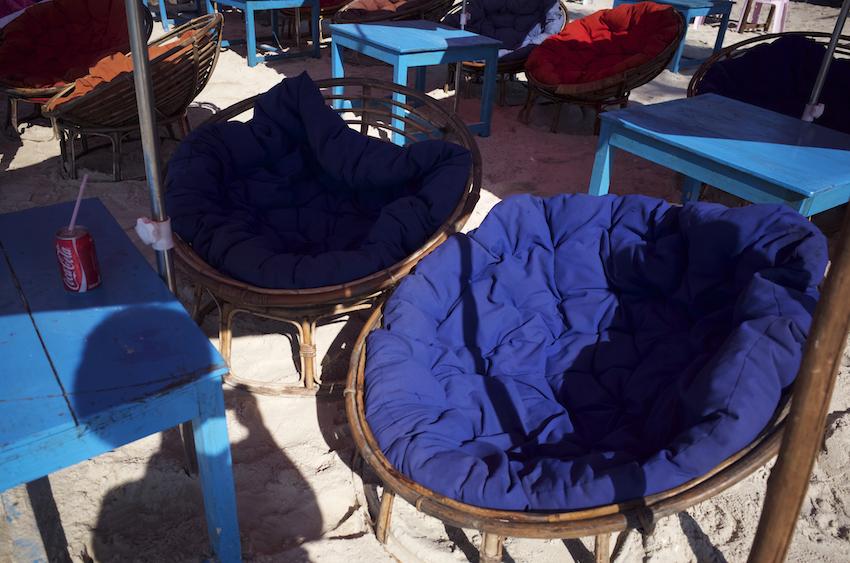 海辺のソファ
